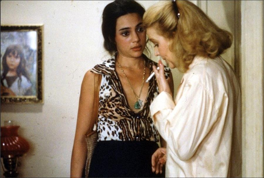 Gena Rowlands and Julie Carmen in Gloria