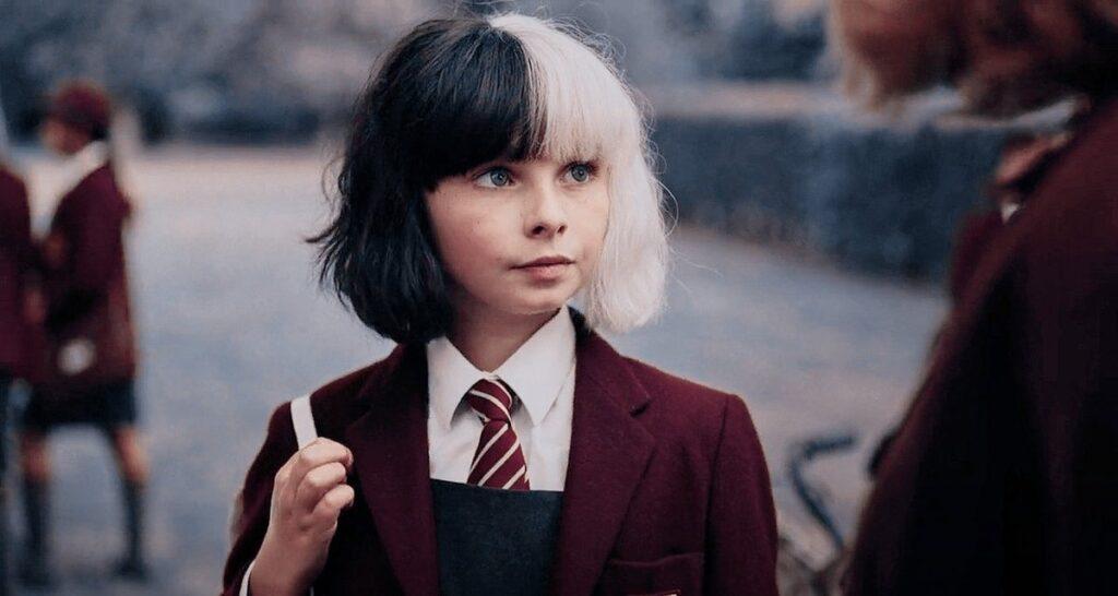 Tipper Seifert-Cleveland as the young Estella in Cruella (2021)
