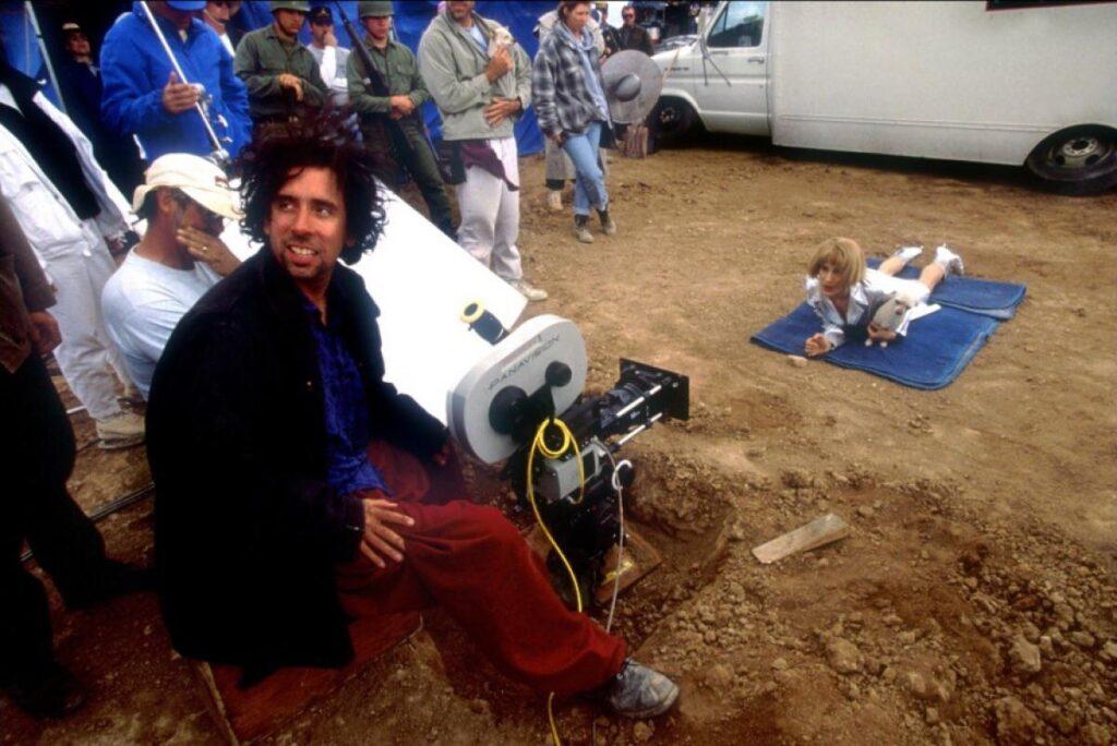 Tim Burton directs Sarah Jessica Parker on the set of Mars Attacks! (1996)