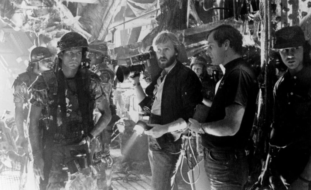 Bill Paxton and James Cameron during the filming of Aliens (1986)