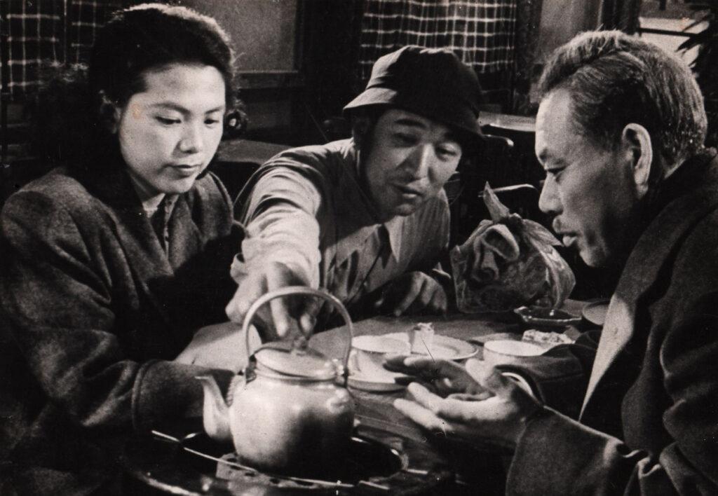 Akira Kurosawa directs the cast of Ikiru (1952)