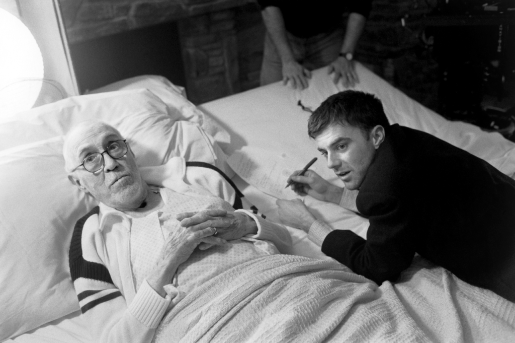 Paul Thomas Anderson with actor Jason Robards on the set of Magnolia (1999)